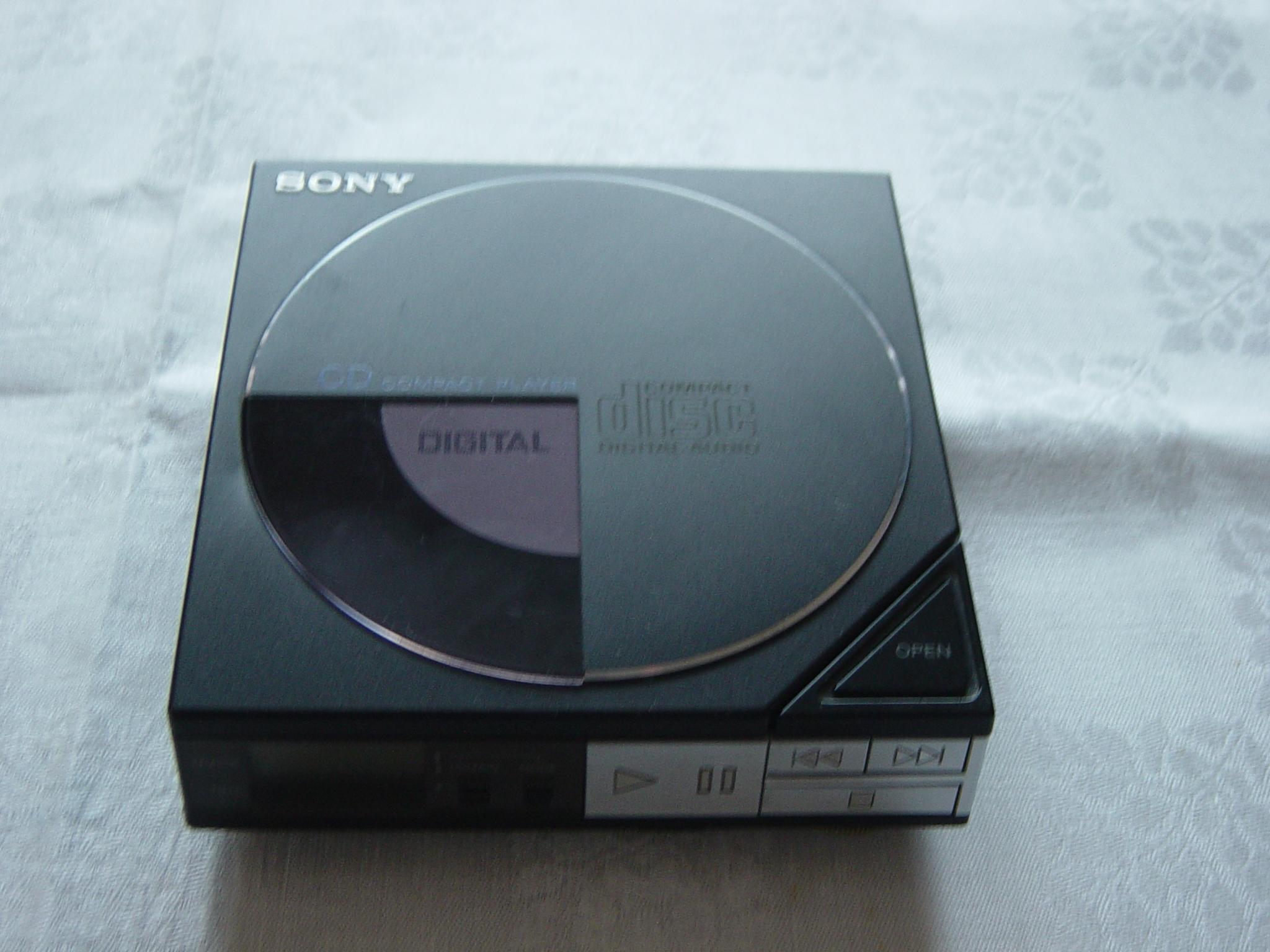 "Sony ""D-50"" . Foto: Bernd Kirchhof. 2011"